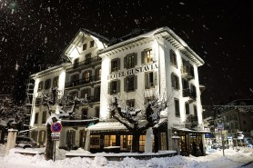 Exterior photo of the Hotel Gustavia in the snow