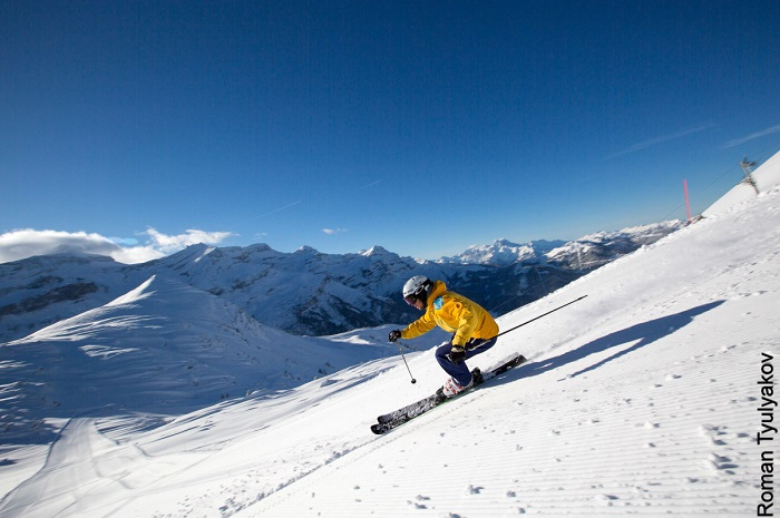 Skiing with the views in Villars