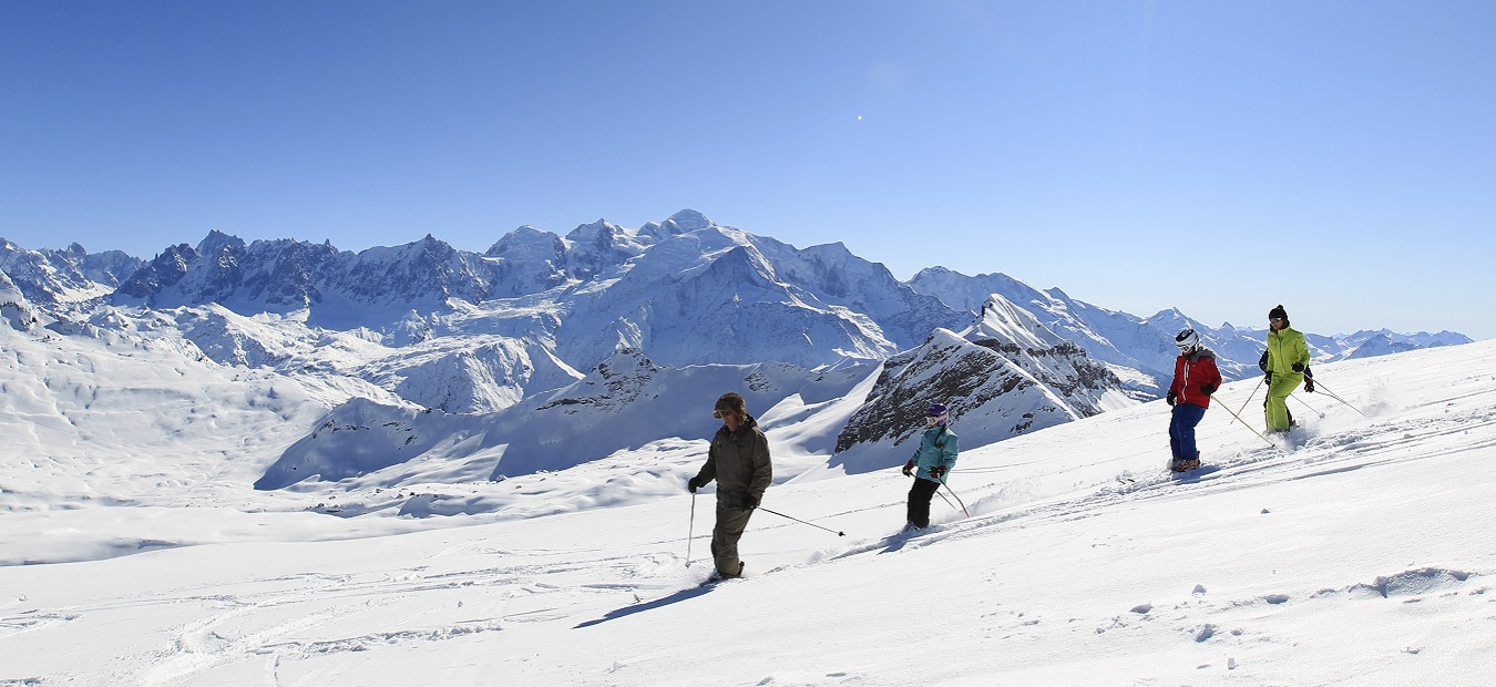 skiers in flaine podwer