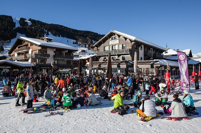 large apres ski group in resort centre