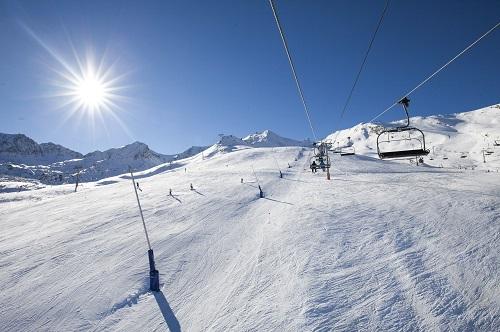 Pas De La Casa ski slopes in bright sunshine