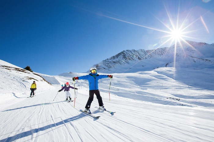 Beginners skiing as a family