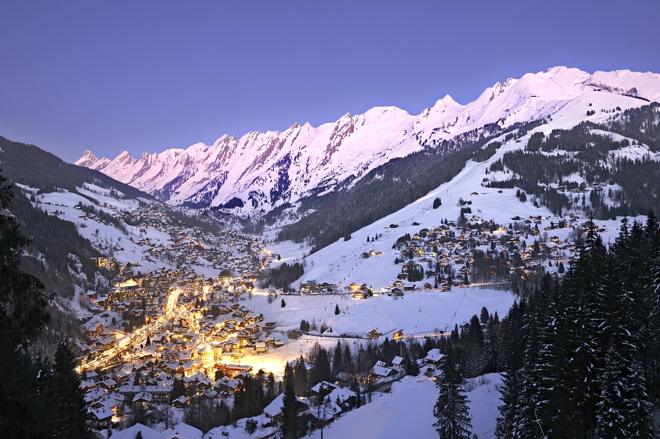 La Clusaz from above at night